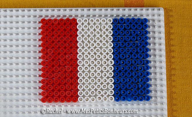 modele perle a repasser drapeau